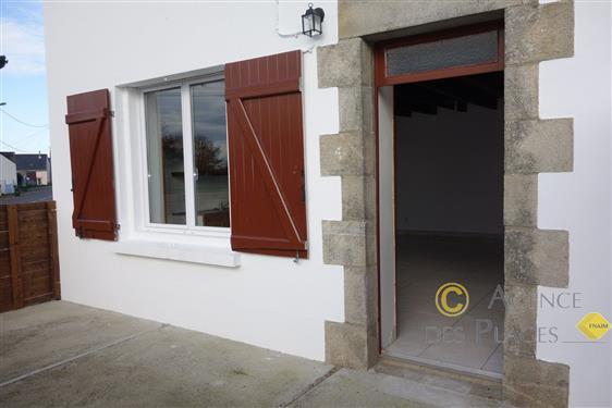 LA TURBALLE - Maison r�nov�e 2 chambres � vendre avec terrasse bien expos�e