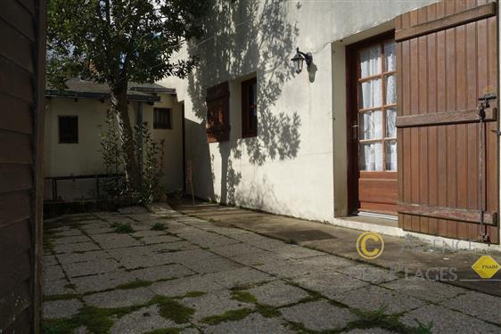 PIRIAC SUR MER - Maison ancienne 2 chambres � vendre dans village - La plage � pied