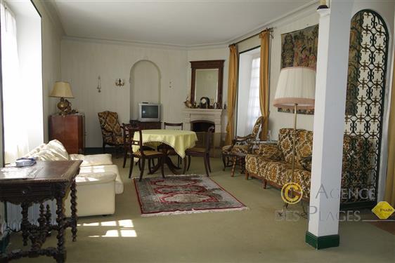 LA TURBALLE EN PLEIN CENTRE-VILLE - Belle maison en pierre 4 chambres � vendre - Proximit� imm�diate port et commerces