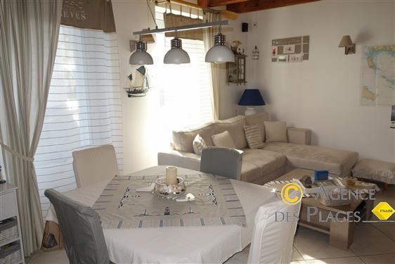 LA TURBALLE CENTRE-VILLE - Jolie maison de p�cheur en pierre, 2 chambres, � vendre - Proximit� imm�diate commerces et port