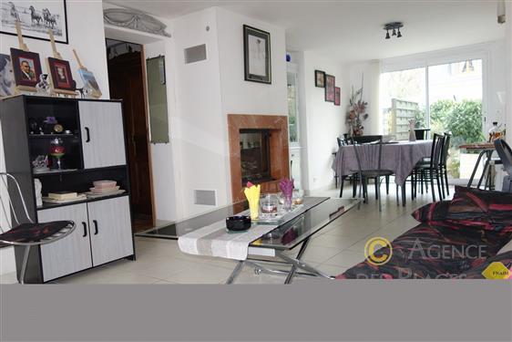 LA TURBALLE Proximit� imm�diate commerces - Maison 4 chambres dans secteur calme