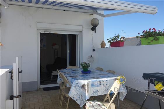 LA TURBALLE CENTRE-VILLE - Appartement duplex 2 chambres � vendre - Proximit� imm�diate port et plage