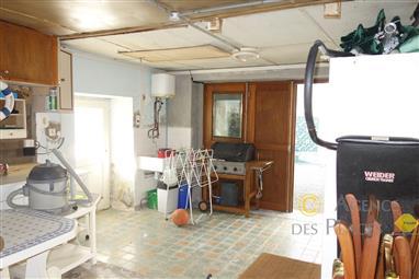 LA TURBALLE - Petite maison à rénover à vendre, dans un village