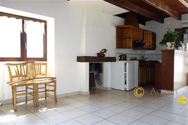 LA TURBALLE - Maison ancienne 3 pièces avec grand grenier à vendre - Dans un village