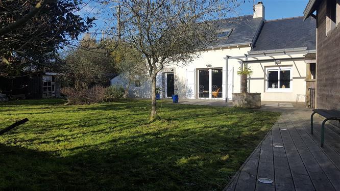 LA TURBALLE CAMPAGNE - Jolie maison ancienne rénovée à vendre - Grandes dépendances