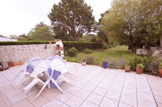 LA TURBALLE - Jolie maison en pierre 3 chambres avec grand jardin - 700 m plage - Location saisonni�re