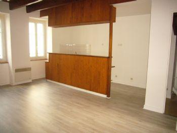 LA TURBALLE - Appartement T3 en duplex au 1er étage - centre-ville - Location à l'année